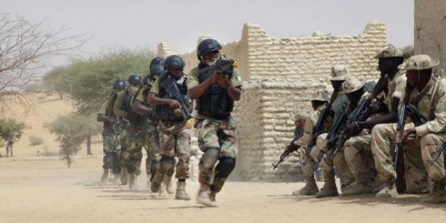 « Incontestablement le Niger reste debout dans cet environnement sous régional particulièrement troublé» explique le Ministre de la Défense Nationale, M. Kalla Moutari, qui a bien voulu répondre à quelques questions de MIDES.NIGER.COM.