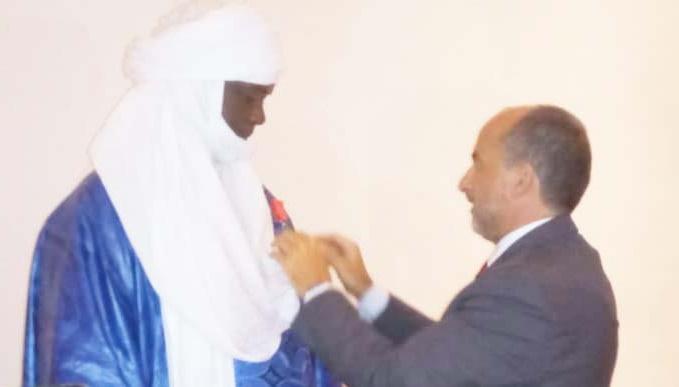 Cérémonie solennelle de remise des insignes de la Légion d'Honneur Française à l'honorable Mano Aghali