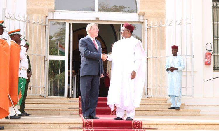 Le Journalisme Illumine la Démocratie pour le Bien de Tous : OPINION ÉDITORIALE par SEM Eric P. Whitaker, Ambassadeur des États-Unis au Niger
