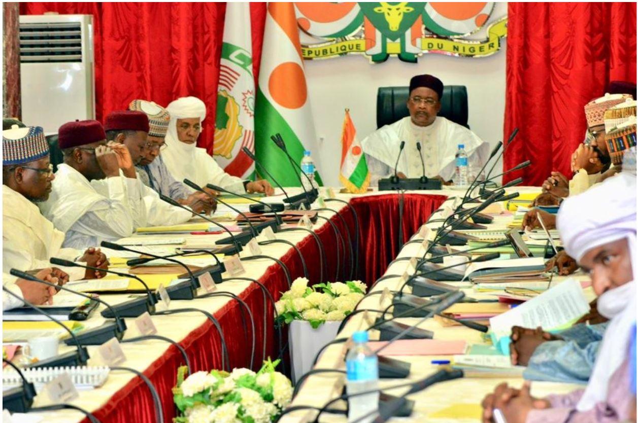 En fermant les yeux sur certains trafics, le Niger a préservé une paix fragile. Pour combien de temps ?